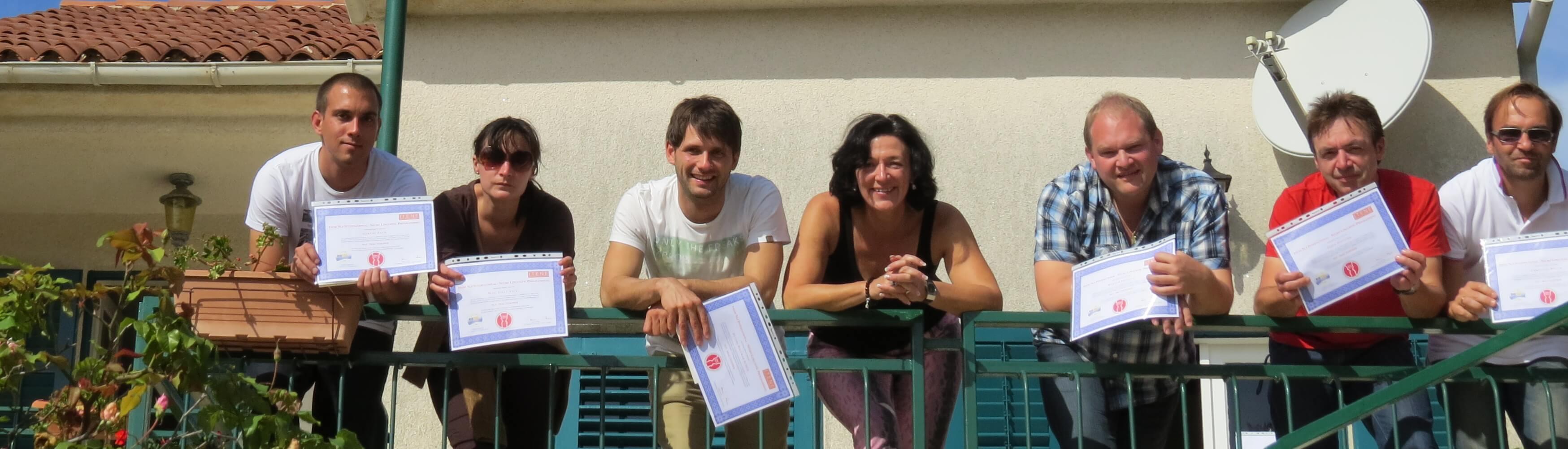 Practitionergruppe mit Diplom